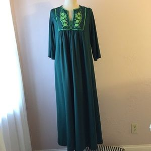 Other - Green Embroidered Polyester Lounge Robe M